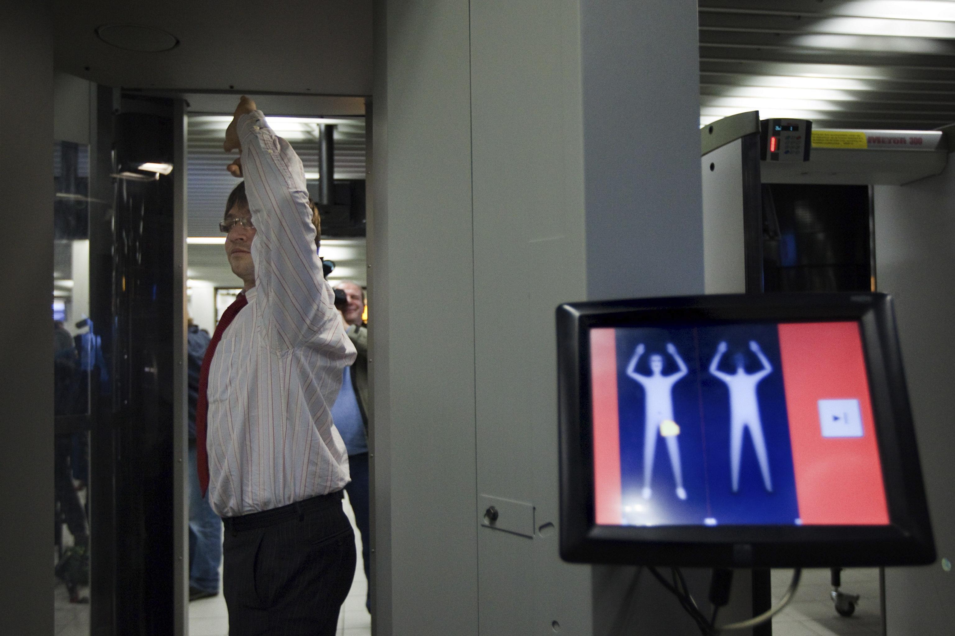 Смотреть порно досмотр в аэропорту 12 фотография